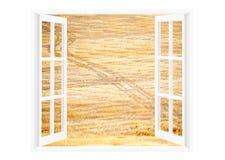 Ein offenes Fenster zu einer sonnigen Landschaft heraus schauend, gestalten Sie landschaftlich Lizenzfreie Stockfotos