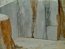 Ein offenes Marmorgrubenbergwerk in Carrara in Italien Lizenzfreie Stockbilder