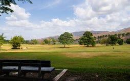 Ein offenes und ruhiges Feld Stockfotos