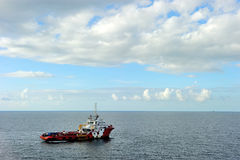 Ein Offshoreversorgungsschiff Stockfotografie