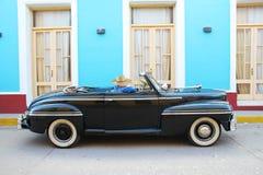 Ein Oldtimerauto auf den Straßen von Trinidad Kuba Lizenzfreies Stockbild