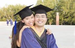 Ein paar Asiatsabsolvent stockfoto