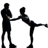 Ein Paar bemannen die Frau, die Trainingseignung ausübt Lizenzfreie Stockfotos