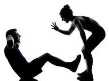 Ein Paar bemannen die Frau, die Trainingseignung ausübt Lizenzfreies Stockfoto