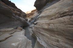 Ein Paar, das in den Bergen wandert Nationalpark Death Valley, Ost-Kalifornien und Nevada, USA stockfotos