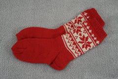 Ein Paar der traditionellen roten Weihnachtssocke Stockfoto