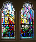 Ein Paar des Buntglas-Fensters Stockfotos