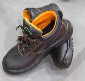 ein Paar des Sicherheits-Schuhes Stockbild