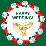 Ein Paar Hochzeitsgoldringe Heller Rahmen gemacht von den Rosen Rote, weiße und rosa Blumen Lizenzfreies Stockfoto