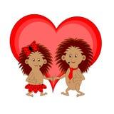 Ein paar lustige Karikaturigele mit einem roten Herzen Lizenzfreie Stockbilder