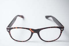 Ein Paar modische braune Brillen Stockbilder
