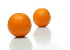 Ein Paar saftige Orangen Lizenzfreies Stockfoto