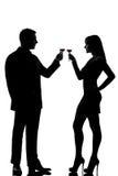 Ein Paarmann und -frau, die Wein röstend trinkt Stockfoto