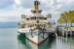 Ein Paddeldampfer, ein einzigartiges und modernes wieder hergestelltes Dampfschiff als comm stockbild