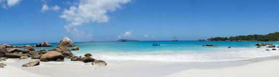 Ein Panorama auf dem Strand in den Seychellen Lizenzfreie Stockfotografie