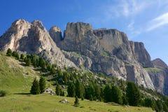 Ein Panoramablick der Dolomit in Val di Fassa, Italien Lizenzfreies Stockfoto