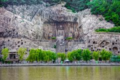 Ein Panoramablick der Riese Buddha-Höhle an lushena Grotten, longmen Grotten, Luoyang lizenzfreie stockbilder