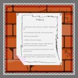 Ein Papierblatt zu Menü oder anderer Information über den Hintergrund einer Backsteinmauer Stockfotografie
