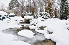Ein Park des verschneiten Winters Lizenzfreie Stockfotos