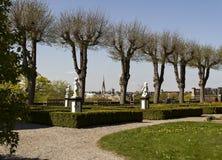 Ein Park mit einer Ansicht Lizenzfreies Stockfoto