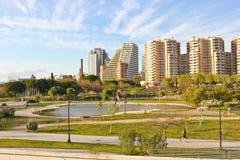 Ein Park und ein Wohngebiet in Valencia Lizenzfreies Stockfoto
