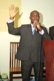 Ein Pastor, der betet Lizenzfreie Stockfotos