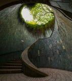 Ein peachful tunel auf der Straßenseite Stockbild