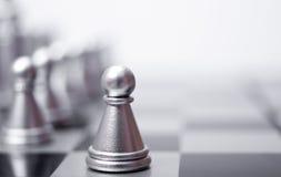 Ein Pfand auf dem Schachbrett Stockfotos