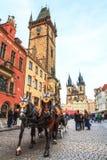 Ein Pferdewagen an altem Rathaus Stockfoto