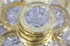 Ein Pfund-Münzen - britische Währung Lizenzfreie Stockfotos