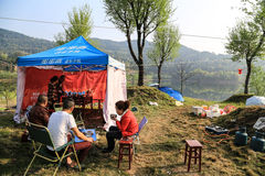 Ein Picknick in shengzhong See in Sichuan, Porzellan haben stockfoto