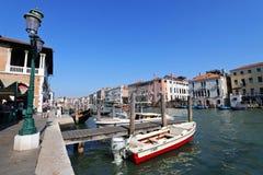 Ein Pier beim Venices Pescheria in Venedig, Italien Stockfoto