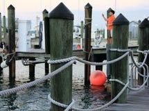 Ein Pier in Key West, Florida mit einer orange Boje und ein Kerl im orange Hemd stockbild