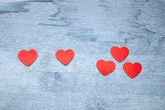 Ein plus ein entspricht drei Herzen Stockfotos