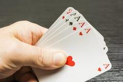 Ein Pokerspiel Vier einer Art an Hand Lizenzfreies Stockbild