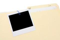 Ein polaroid Foto- und Dateifaltblatt lizenzfreie stockfotos