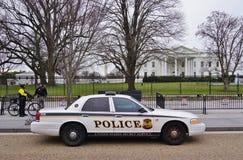Ein Polizeiwagen parkte vor dem Weißen Haus im Washington DC Lizenzfreies Stockfoto