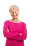Ein Porträt alter Dame in der rosa zufälligen Kleidung. lizenzfreies stockfoto