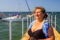 Ein Porträt einer Frau auf einem Meer Stockfotos