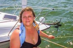Ein Porträt einer Frau auf einem Meer Stockfoto