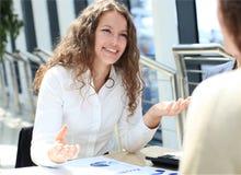 Ein Porträt einer jungen Geschäftsfrau Lizenzfreies Stockfoto