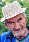 Ein Porträt eines lächelnden älteren Mannes lizenzfreies stockfoto