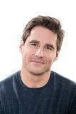 Reifes lächelndes Porträt der blauen Augen des gutaussehenden Mannes Lizenzfreies Stockbild