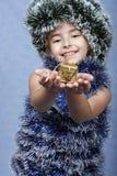 Ein Portrait des Weihnachtsmädchens. Stockfotos