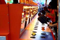 Ein Prügelspiel am Karneval Stockfotos