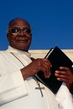 Ein Priester an einer Kirche in Südafrika. stockfoto