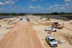 Ein Prozess des Errichtens einer neuen Landstraße in Süd-Austin Texas stockfotografie