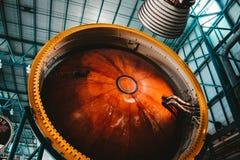 Ein Prozess des Errichtens einer Weltraumraketemaschine lizenzfreie stockbilder