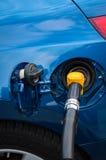 Ein pumpender Diesel des Mannes Lizenzfreie Stockfotos