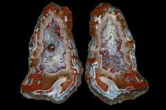 Ein Querschnitt des Achatsteins mit Quarzdruse Stockfoto